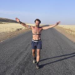 Wim Hof running a desert marathon