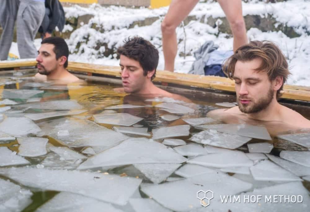 Ice bath with floating ice